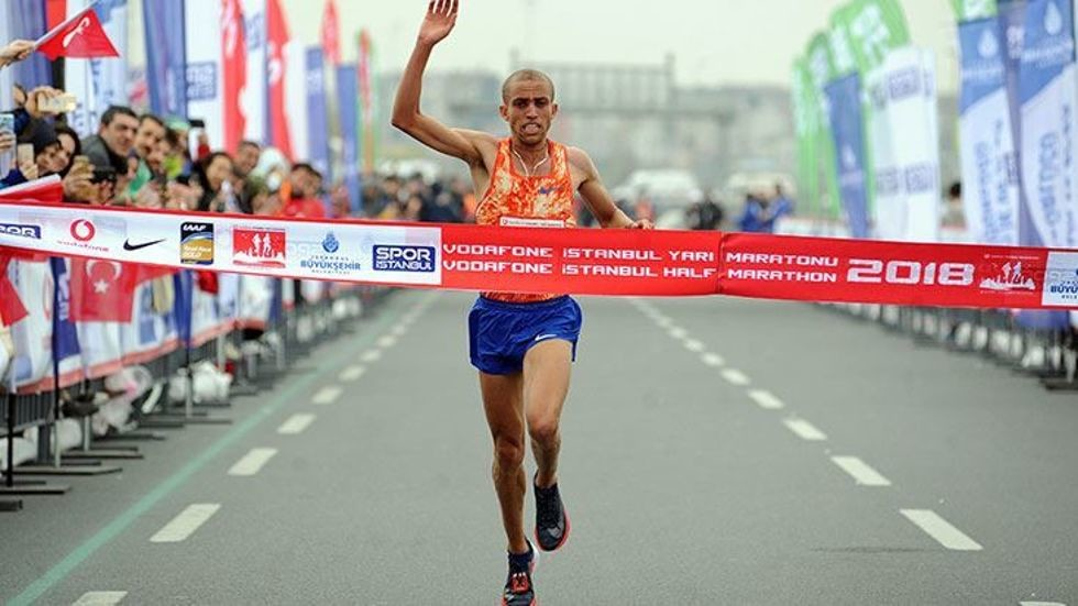 19-year-old Walelegn sets a Turkish all-comers record at the Vodafone Istanbul Half Marathon