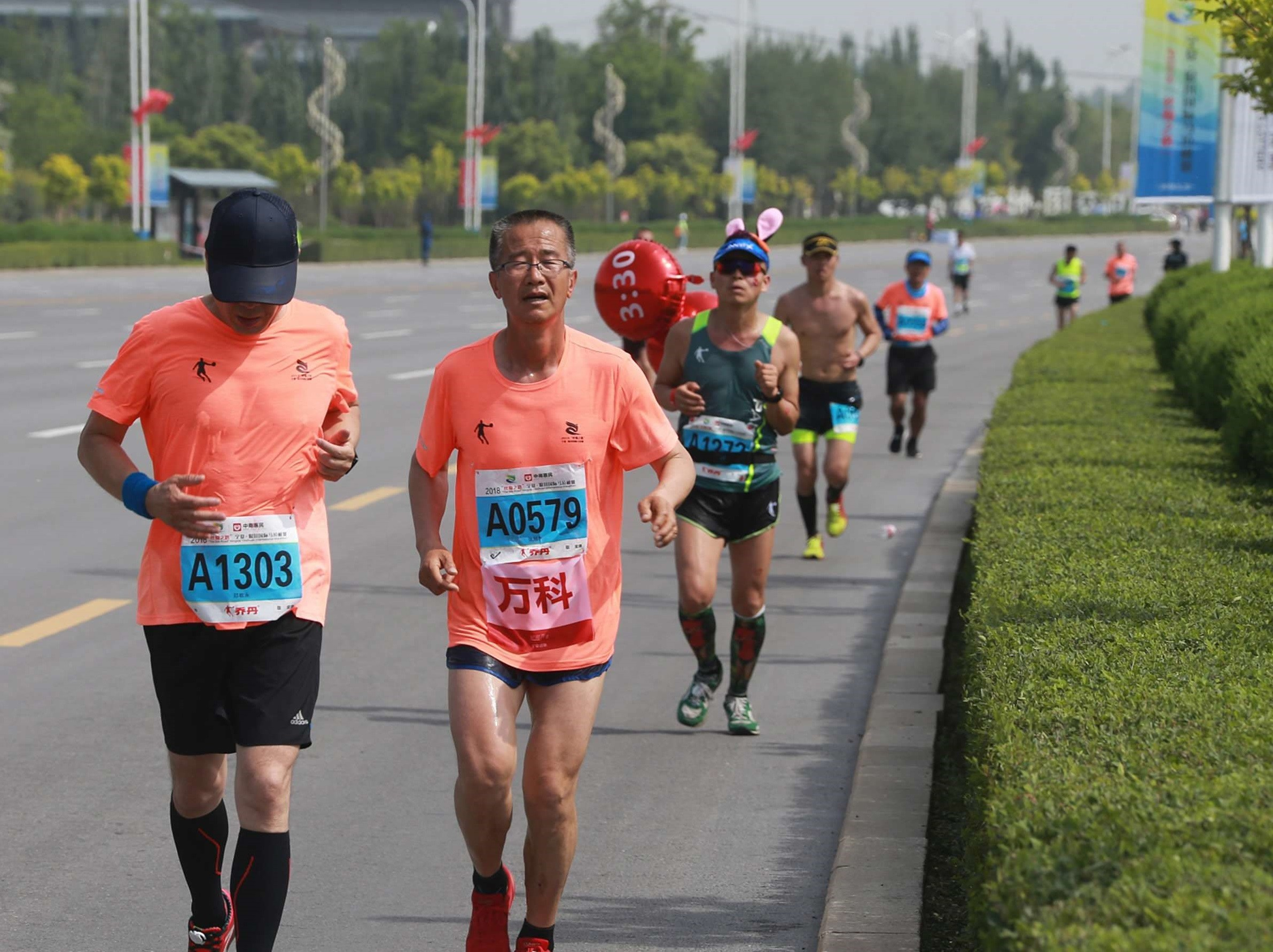 74-year-old Gu Dawo is the the oldest official pacemaker in Chinese marathon history