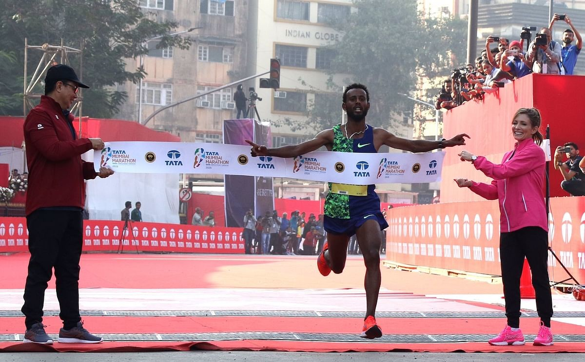 Ethiopian Derara Hurisa breaks the Tata Mumbai Marathon record in borrowed shoes