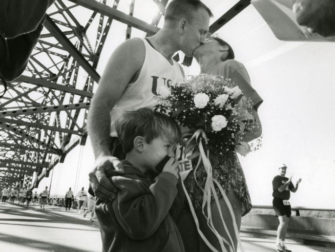 Couple returns for Gate River Run 25 years after mid-race wedding on Hart Bridge