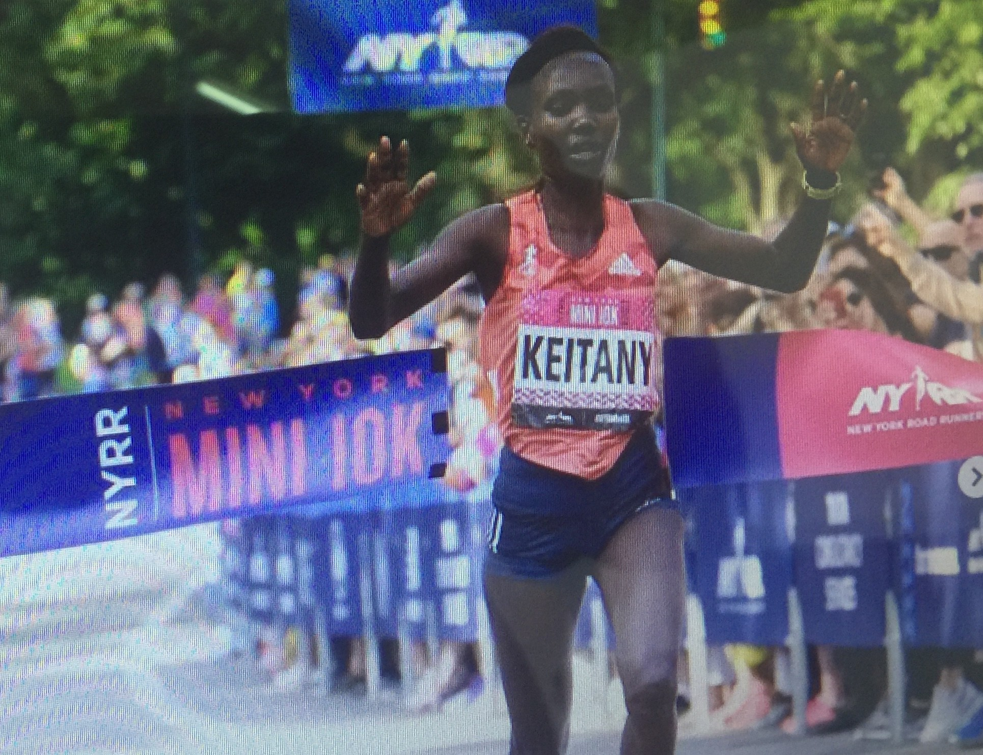 Mary Keitany win the NYRR New York Mini 10K by over one minute