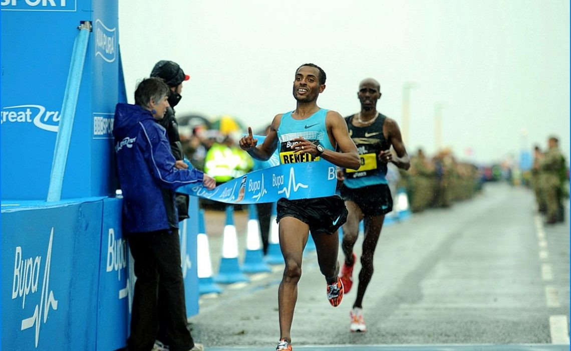 If Mo Farah tries to stick with the lead group at the London Marathon, it could blow him apart