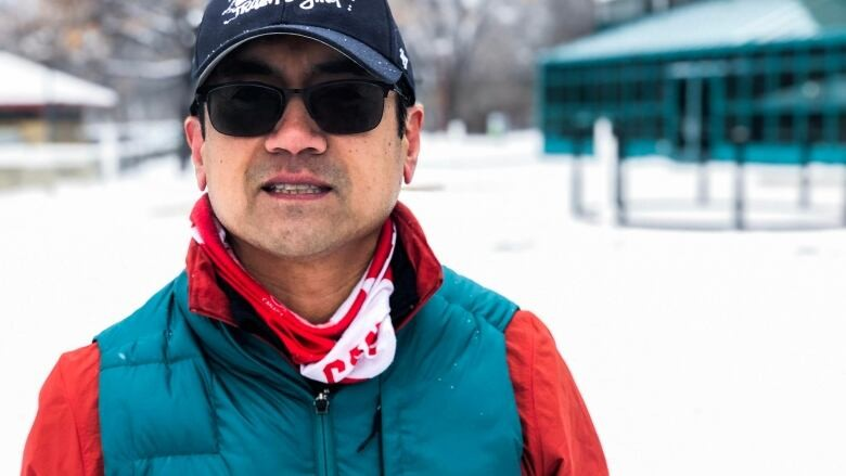 A Winnipeg man Junel Malapad runs 100 kilometers on Boxing Day
