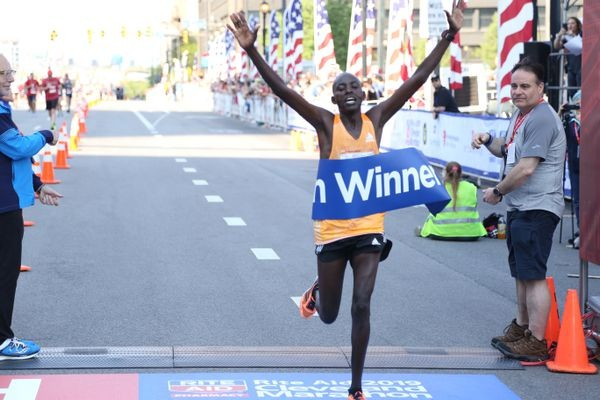 Kenya´s Edwin Kamaiyon made his American racing debut by overtaking two-time champion Philemon Terrer near the 24-mile mark and held on to win the Rite Aid Cleveland Marathon