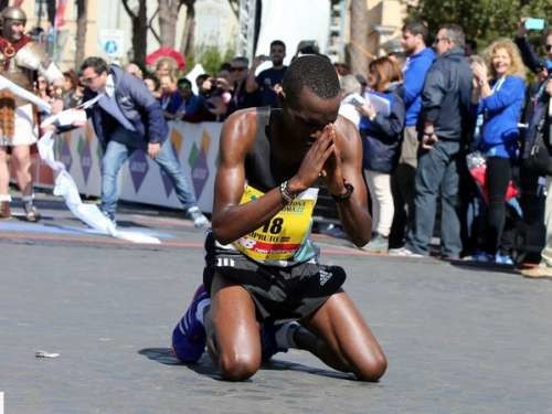 Amos Kipruto is considering either running the Xiamen or Tokyo marathon