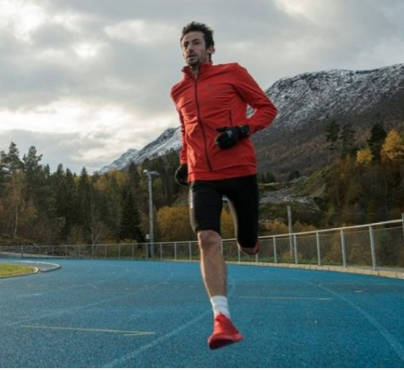 Kilian Jornet drops out of 24-hour running world record attempt, feeling dizzy and seeking medical evaluation