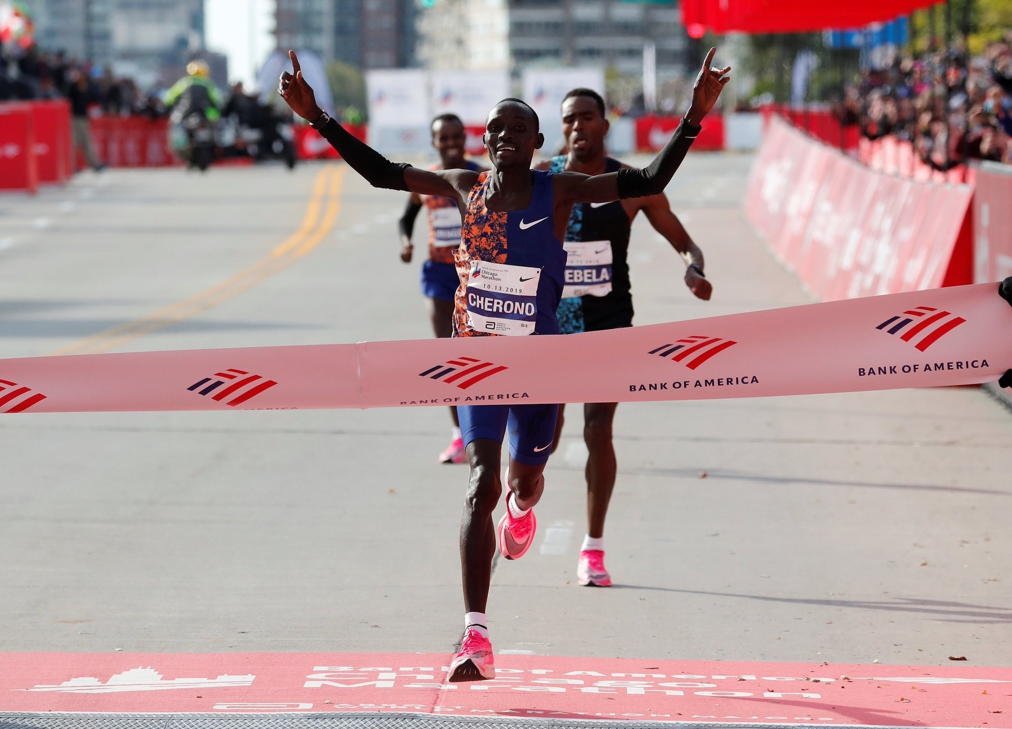 Lawrence Cherono again made a last minute sprint to win the Chicago Marathon like he did in Boston earlier in the year
