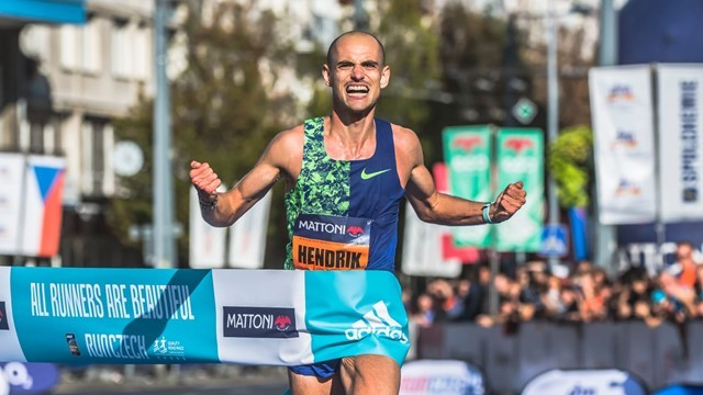 Great Britain's Jess Piasecki and Germany's Hendrik Pfeiffer won the elite races at the Mattoni Usti nad Labem Half Marathon on Saturday