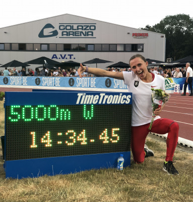 Shelby Houlihan runs a big PR to break the American 5000m record, clocking 13:34