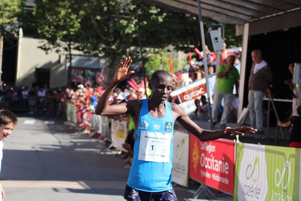 Rwandan runner Felicien Muhitira defended his French  Marvejols-Mende half marathon title for a third consecutive time clocking 1:13:14