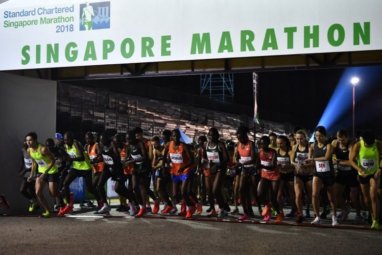 Kenyans swept the Singapore Marathon as 30,000 plus runners battled the sweltering heat