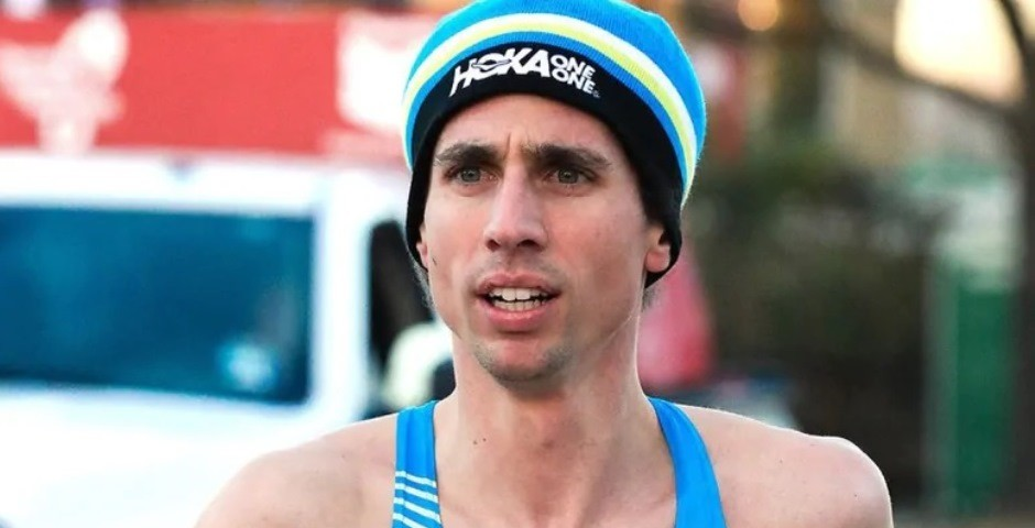 The Canadian record-holder Cam Levins has withdrawn from the London Marathon due to an injury