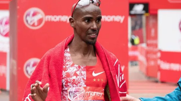 Mo Farah says all of his training is focused on the Chicago Marathon but he is not ruling out running the 10,000m at the world championships just yet