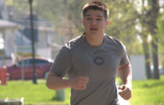Alex Olson, 22-year-old will run the Fargo half maratón this weekend just one year after suffering a stroke