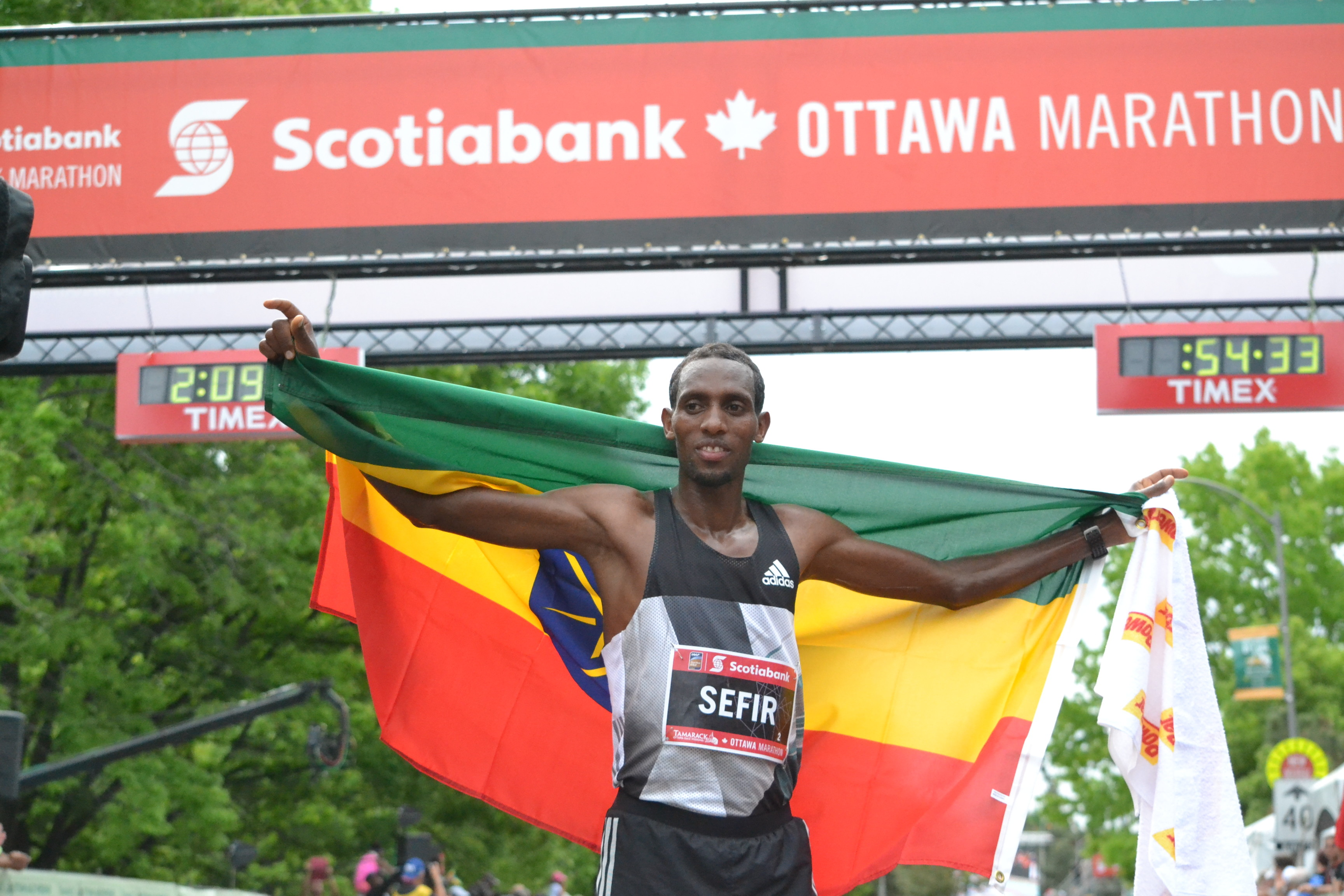 Ethiopian Dino Sefir faces WR Holder Dennis Kimetto at  Vienna Marathon