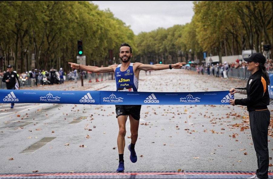 The rain did not discourage the 25,000 registered at the Paris-Versailles race
