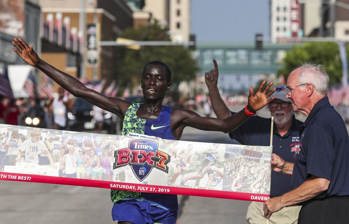 Kenyans Leonard Barsoton and Joyciline Jepkosgei won Bix 7 on saturday