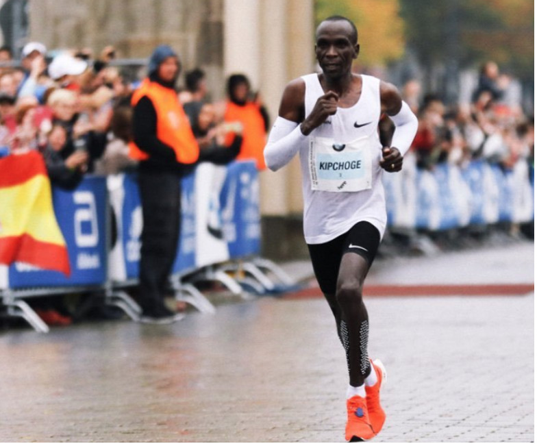 A side-by-side comparison of Kipchoge and Bekele's Berlin Marathons