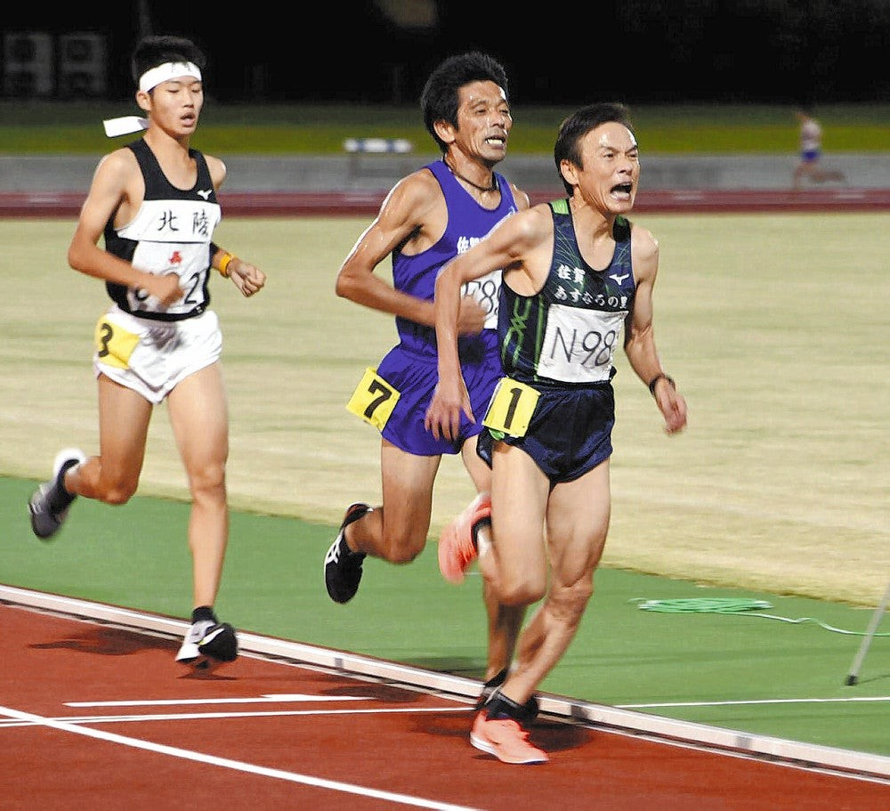 60-year-old Yoshitsugu Iwanaha runs 33:39.52 world record 10000m for 60-64 age group in Japan