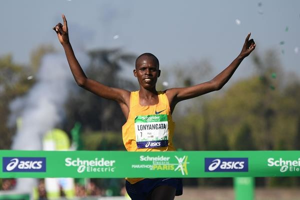 Can Kenyan´s Paul Lonyangata win the Paris Marathon Again?