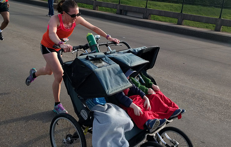 Cynthia Arnold smashed the triple-stroller half-marathon world record