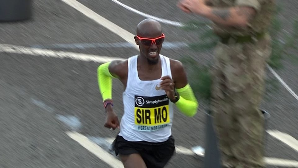 Mo Farah wins the Great North Run half marathon beating Jake Robertson by 31 seconds