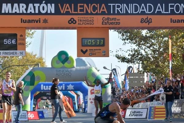 Senbere Teferi breaks Ethiopian half marathon record in Valencia clocking 1:05:32