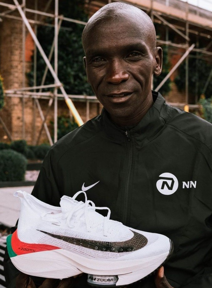 Eliud Kipchoge has unveiled the shoes he will use for London Marathon this Sunday, inspired by Kenyan flag