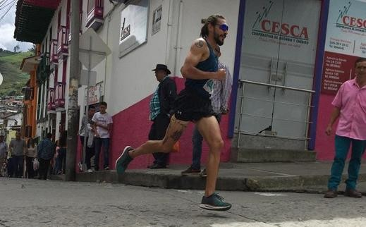 Marathon Runner Loses Sponsorship Deals After Kicking Dog in the Middle of a Race