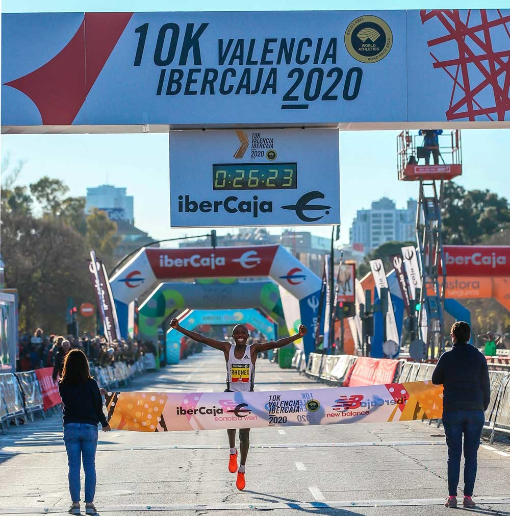 Rhonex Kipruto breaks world 10km road record in Valencia