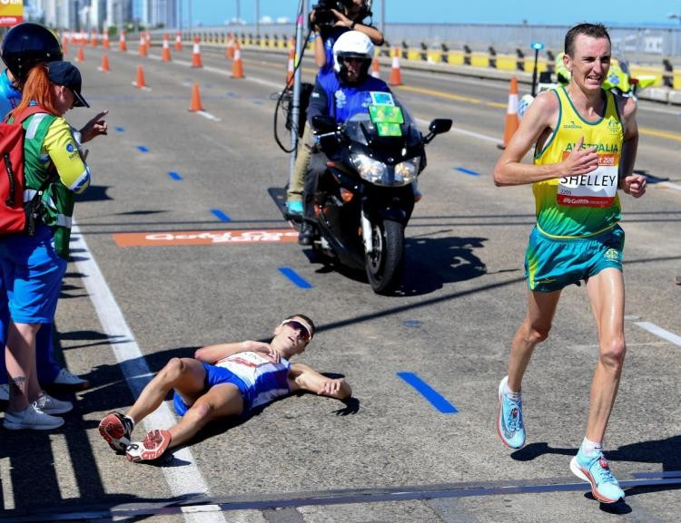 With just a little over a mile to go and leading by two minutes Callum Hawkins collapsed at Commonwealth Games Marathon