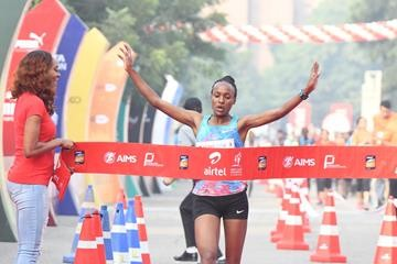 Tsehay Gemechu breaks the course record at the Airtel Delhi Half Marathon
