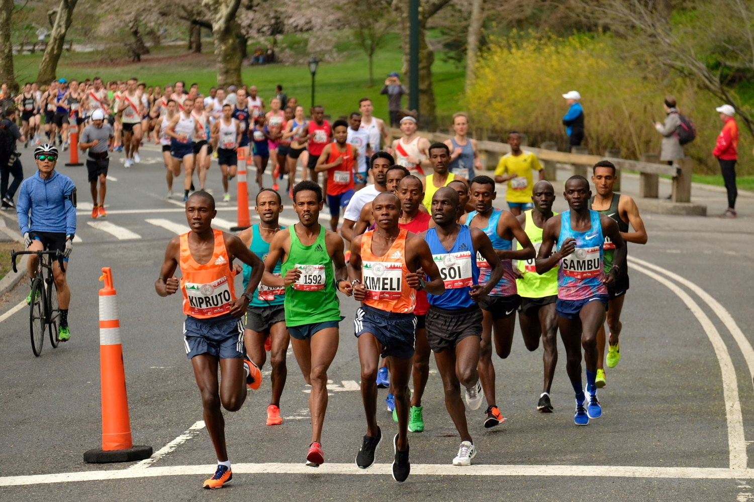 The world's fastest 10k on the roads was run this morning in New York City, Phonex Kipruto clocked 27:08