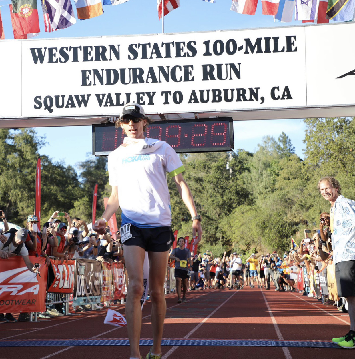 Jim Walmsley wins Western States 100 smashing his own course record