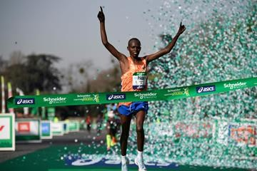 Two-time Schneider Electric Paris Marathon winner Paul Lonyangata will seek a record third consecutive victory this weekend