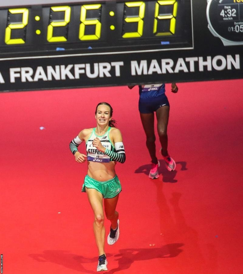 Steph Twell has set a new Scottish record for the marathon, eclipsing Liz McColgan's 1997 mark in Frankfurt