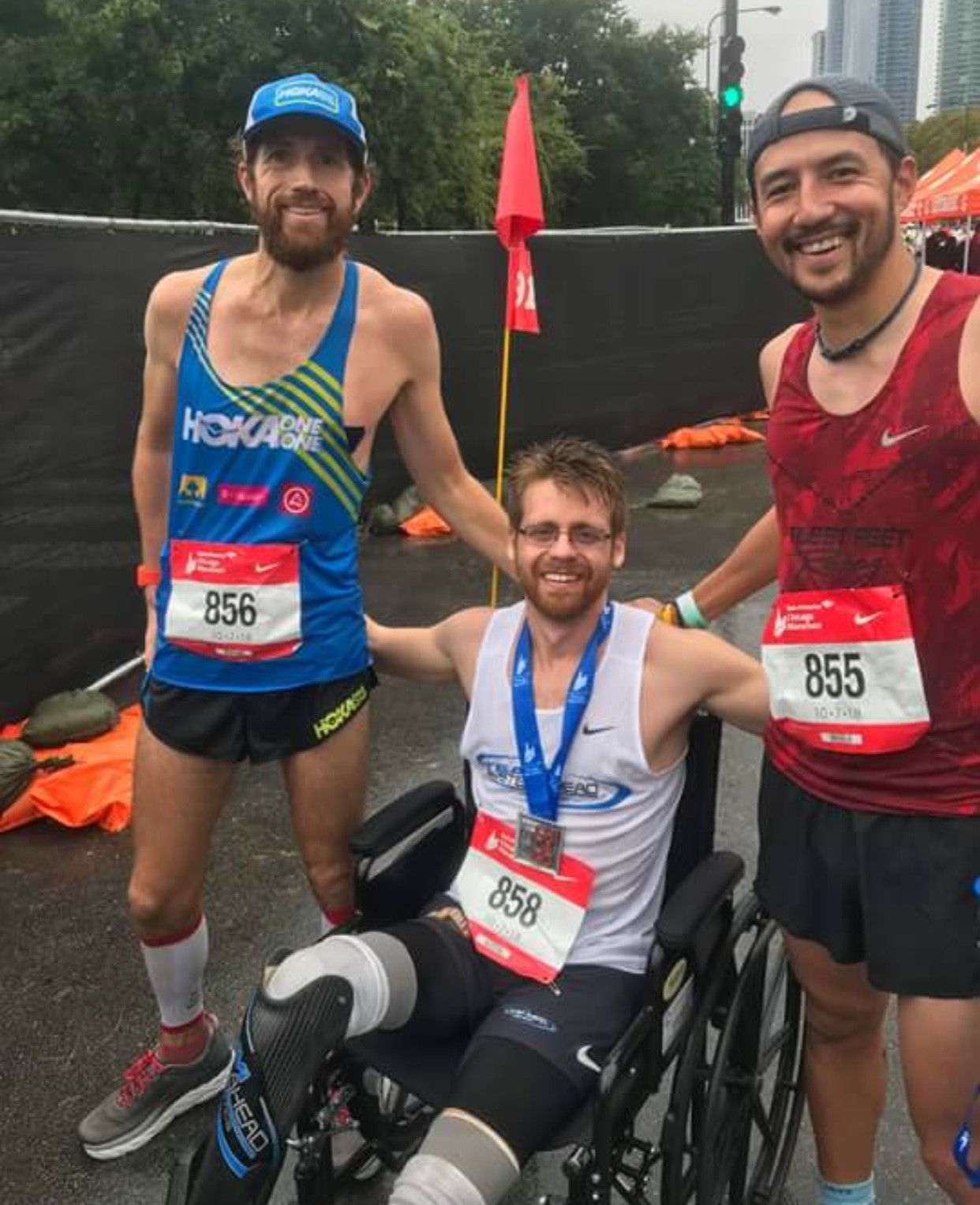 Brian Reynolds is a double amputee and Runs 3:03:23 at the Chicago Marathon