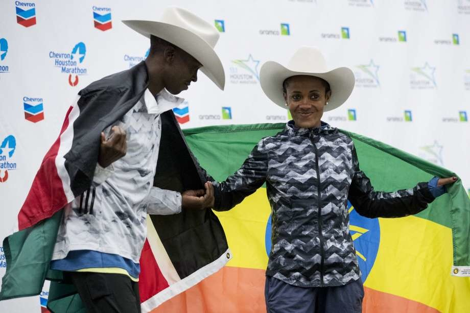 Kenyan´s Albert Korir, and Ethiopian´s Biruktayit Degefa were the Chevron Houston Marathon winners