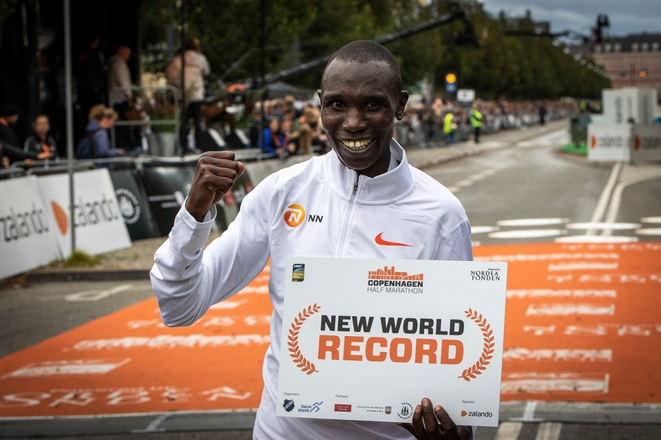 Geoffrey Kamworor smashes the world record at Copenhagen Half Marathon clocking 58:01