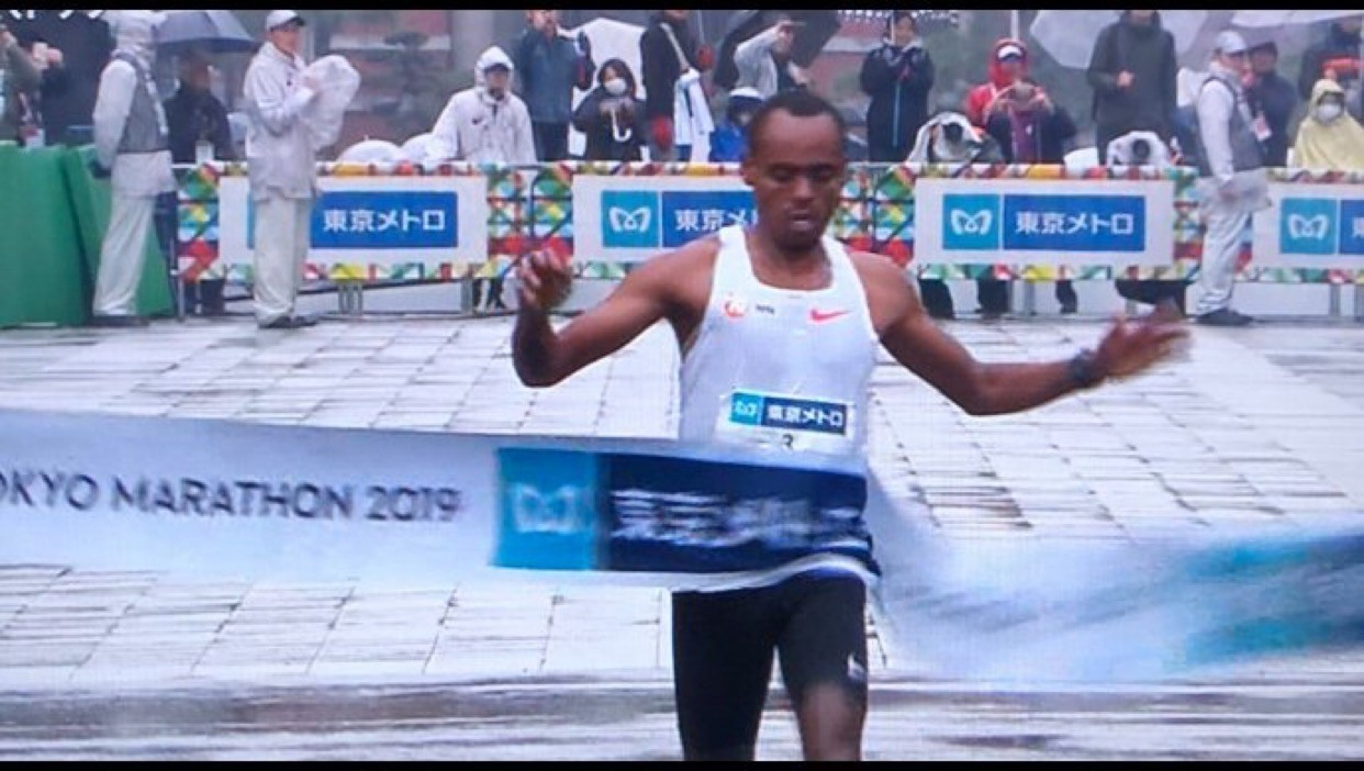 Legese pulled away at 30k and ran alone to the finish line of the Tokyo Marathon clocking 2:04:48
