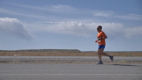 Man running from California to Delaware raising money for kids with cancer stops in Avon's Nottingham Park