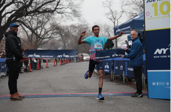 It was rainy and chilly but the over 5000 participants enjoyed the first NYRR race of the decade, the Joe Kleinerman 10K