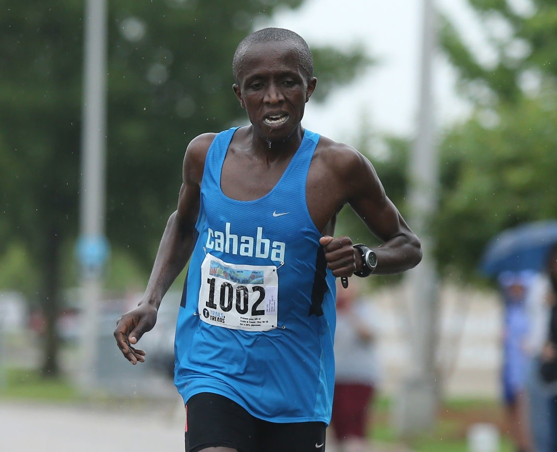Kenyan Francis Kamiri successfully defends his Gum Tree 10k title